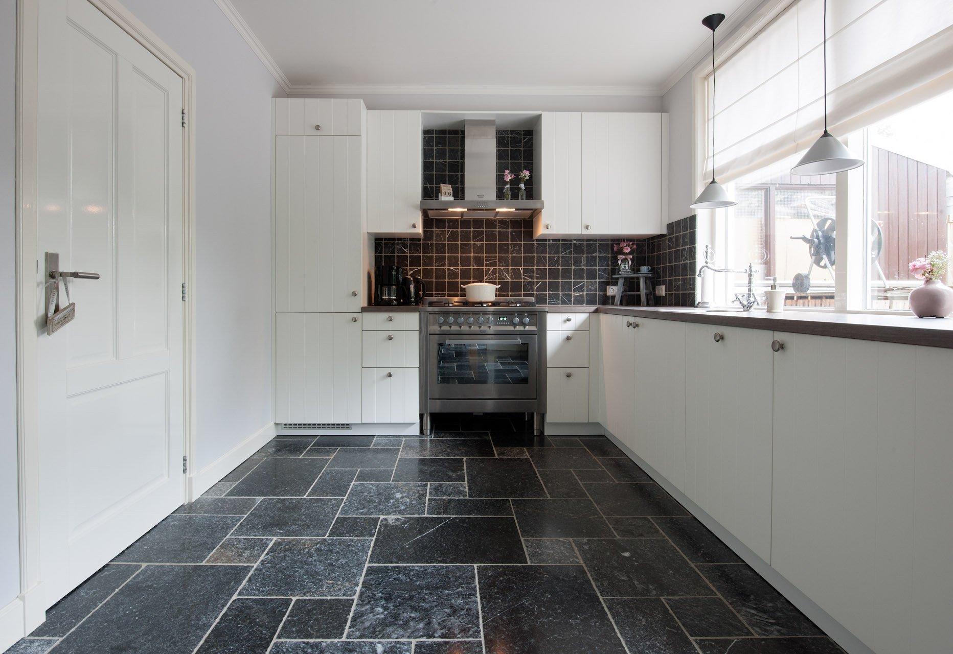 Mooie Keuken Tegels : Natuursteen tegels in Romaans Verband – KROON Vloeren in Steen