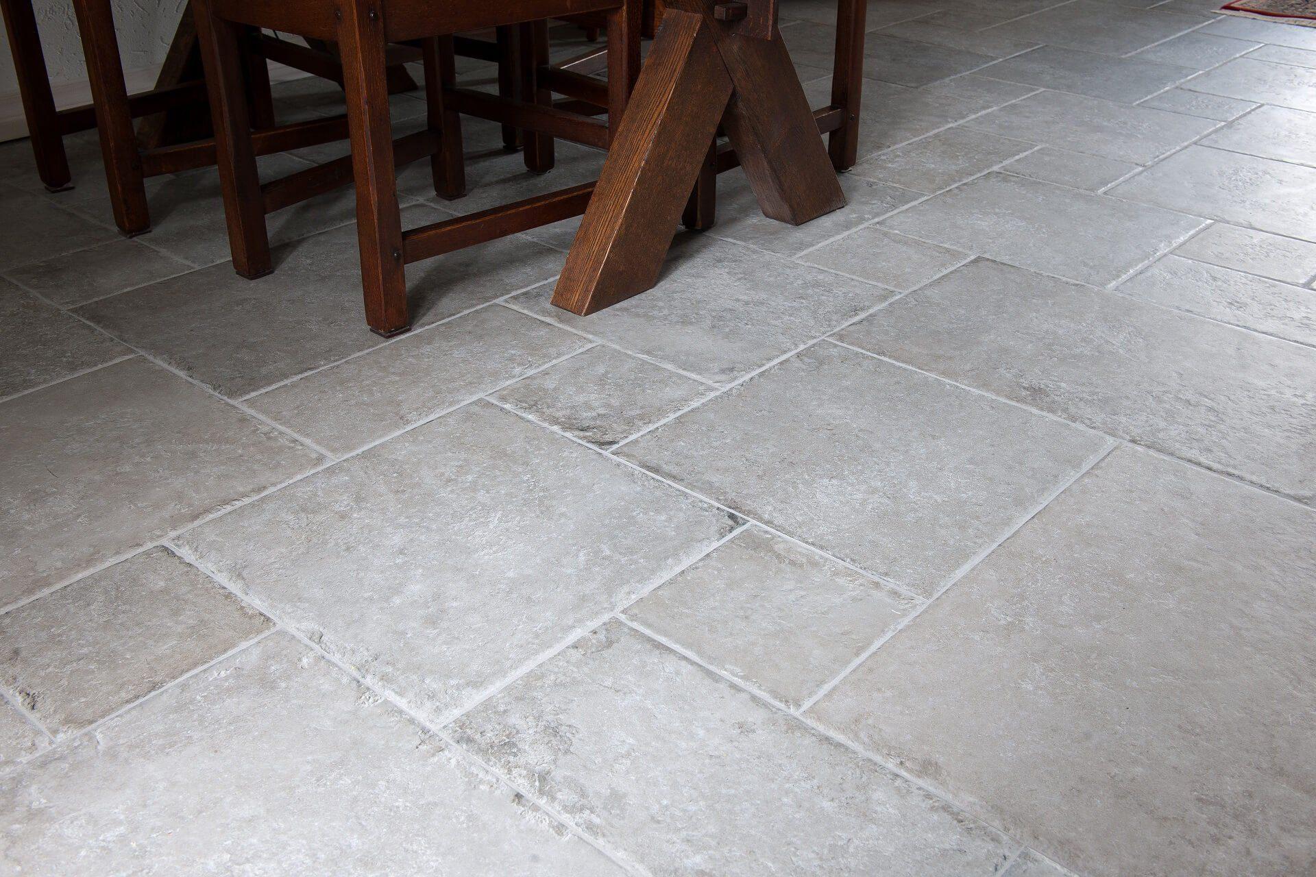 Vloertegels in romaans verband   KROON Vloeren in Steen