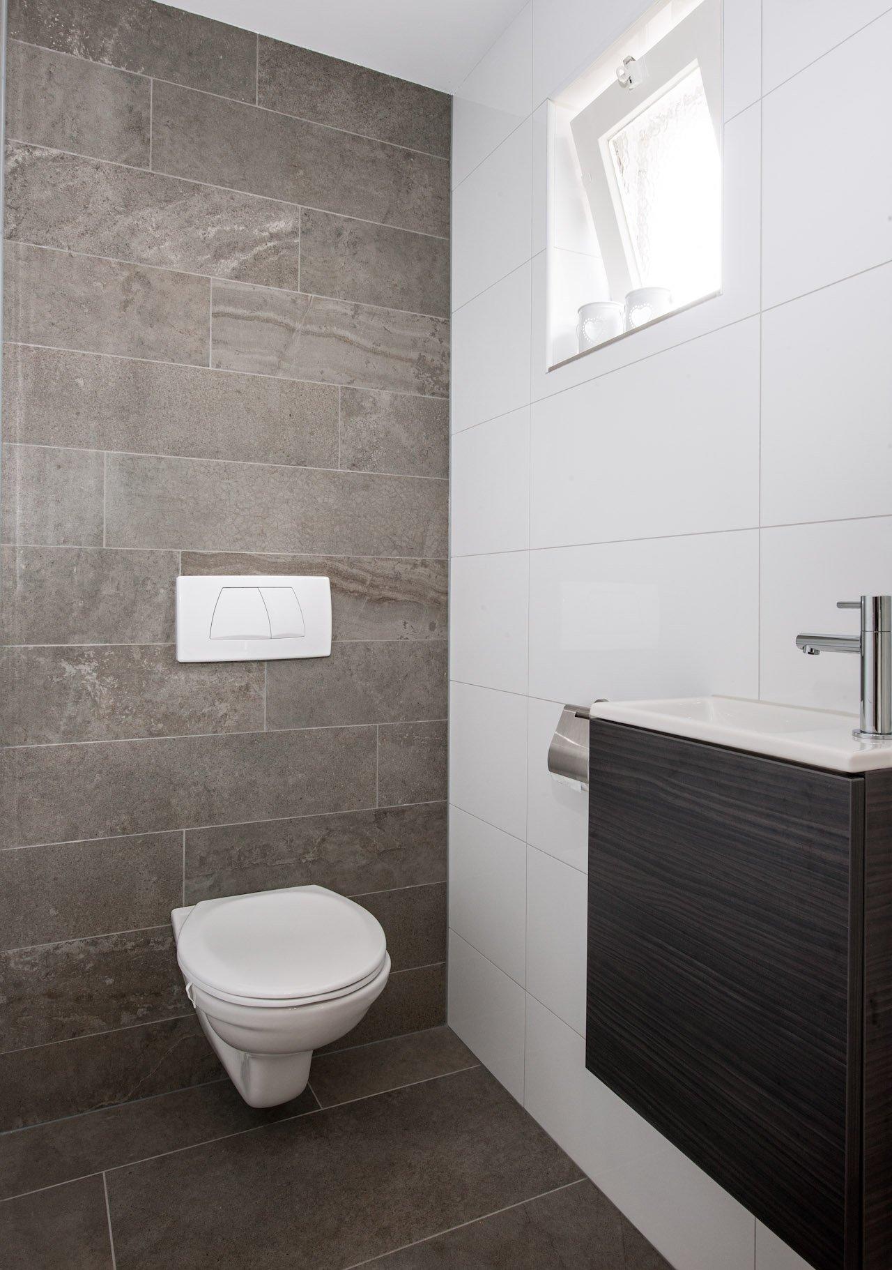 Groot formaat vloertegels in hal en badkamer kroon vloeren in steen - Badkamer wc ...