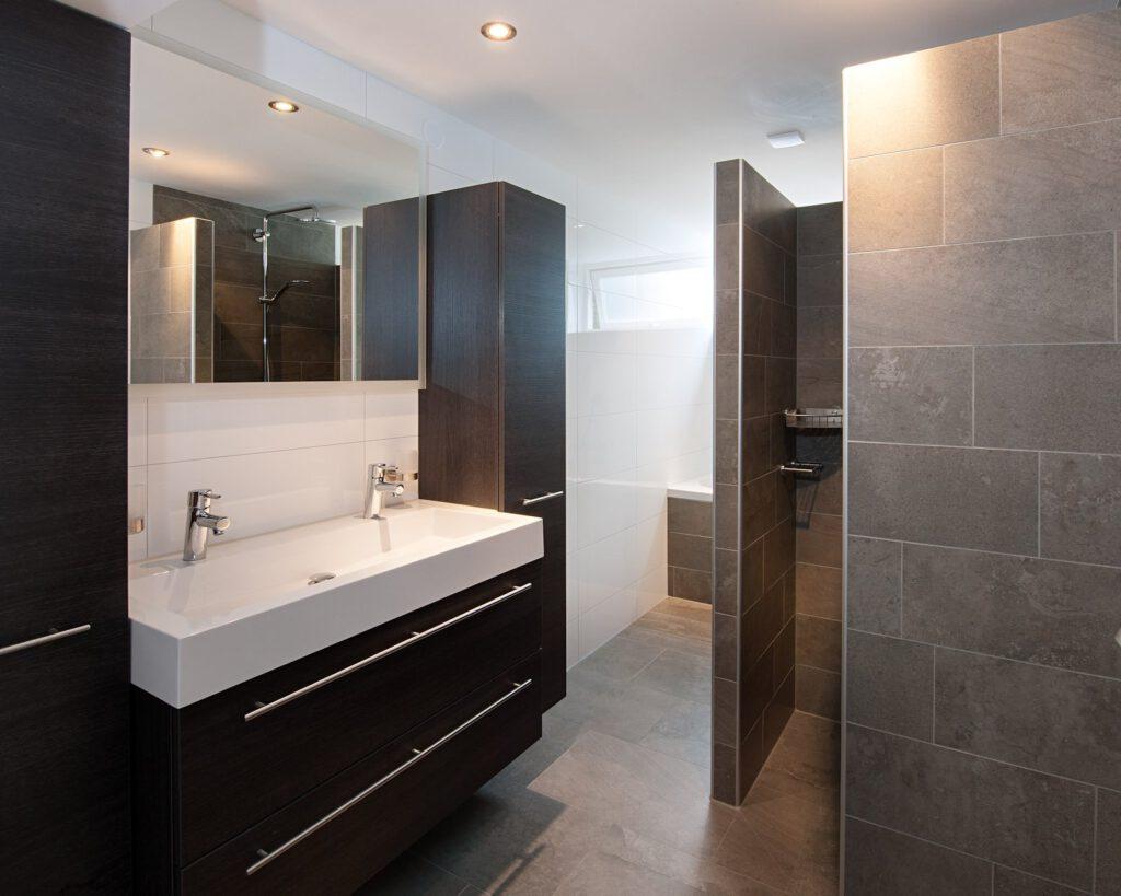 Onze gerealiseerde projecten kroon vloeren in steen - Badkamer keramische ...