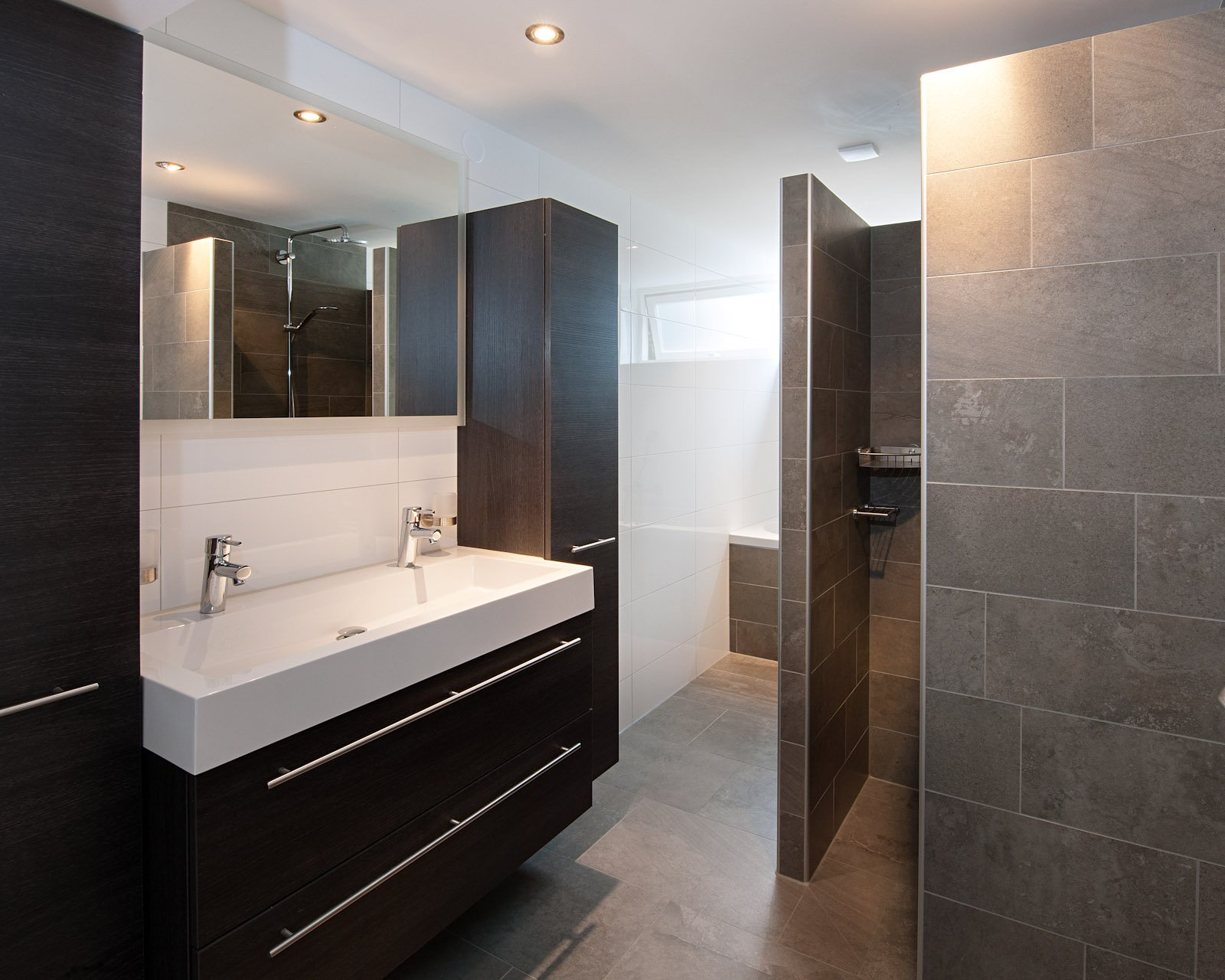 Keuken Badkamer Vloeren : Wandtegels badkamer kroon vloer in steen