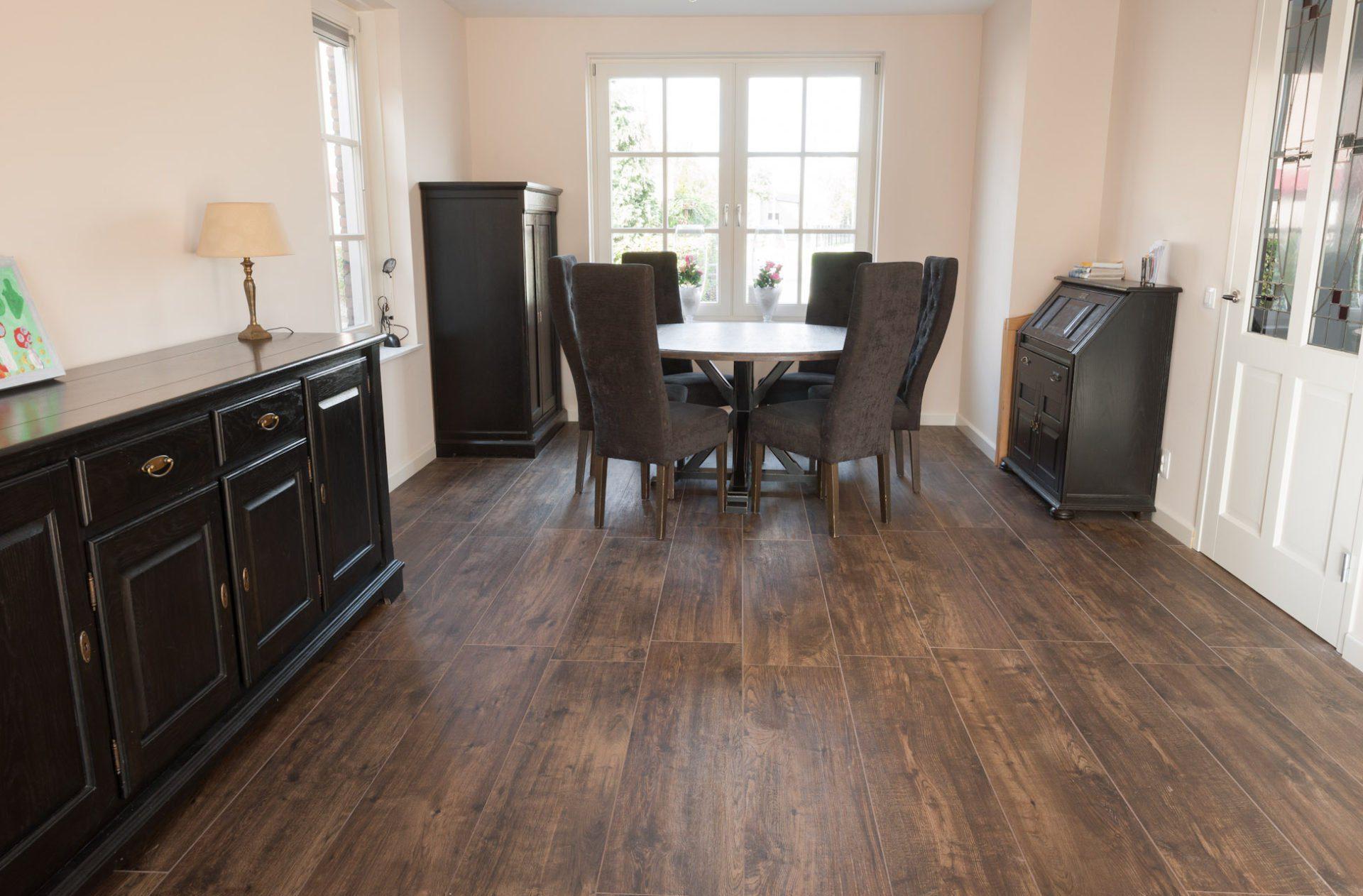 Woonkamer Ideeen Bruin : Vloertegels woonkamer kroon vloeren in steen