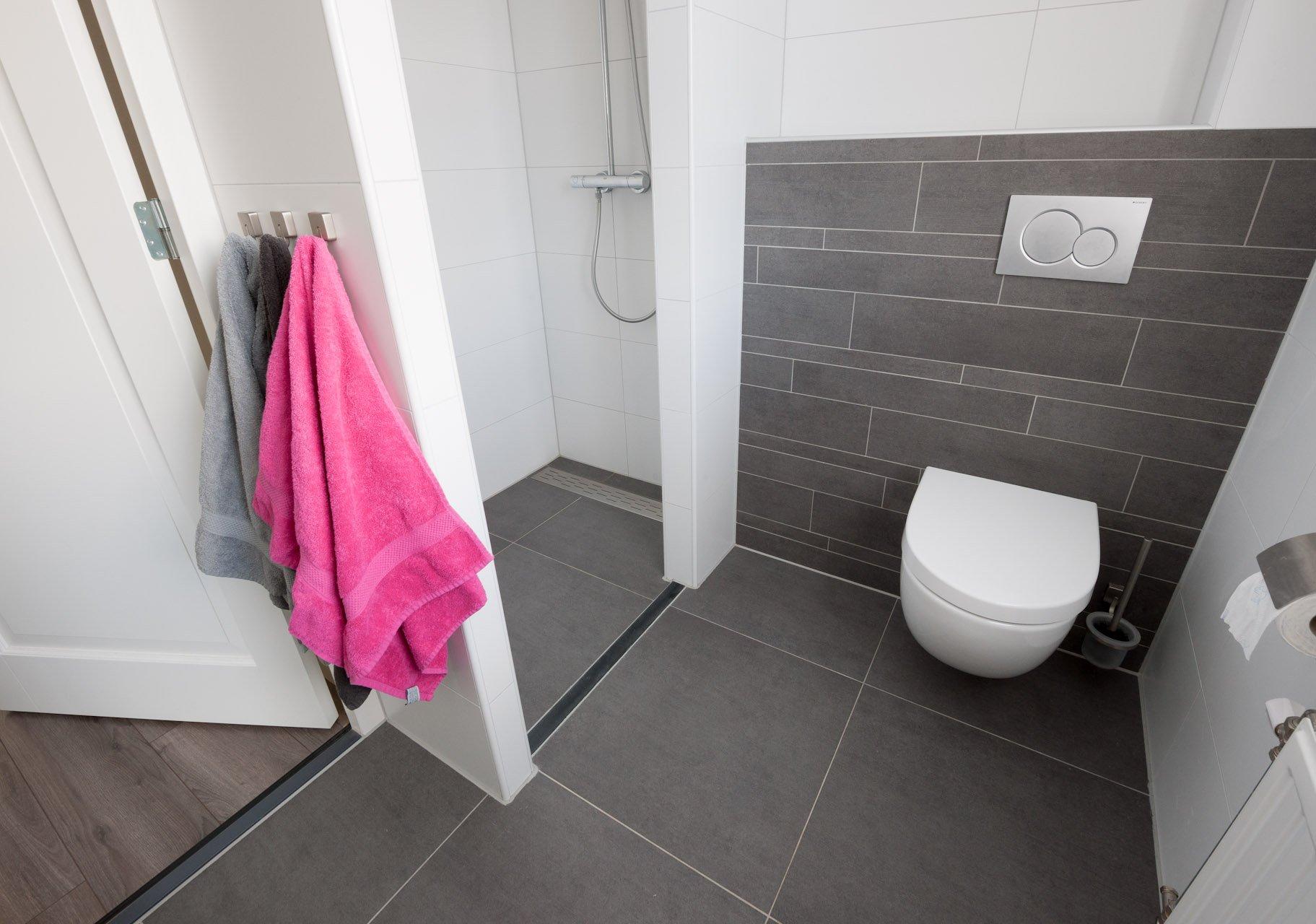 Wandtegels Badkamer Antraciet : Wandtegels badkamer kroon vloer in steen