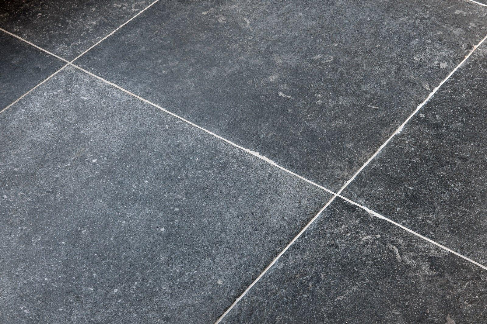 Belgisch Hardsteen Tegels : Keramische vloertegels in belgisch hardsteen u look kroon